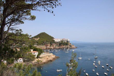 Der Cami de Ronda schlängelt sich an den Buchten vorbei.