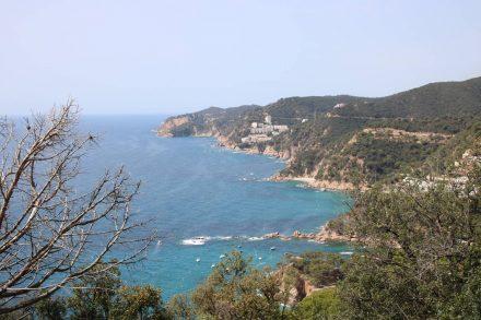 Aussicht von der Küstenstraße zwischen Sant Feliu de Guixols und Tossa de Mar.
