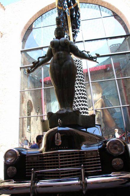 Salvador Dali's Cadillac als Kunstobjekt.