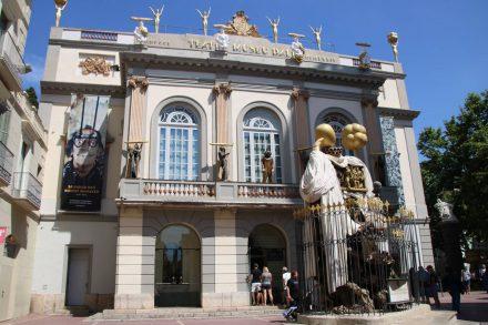 Das Dali Museum ist auch von außen ein Kunstwerk.