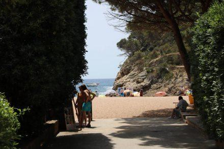 Die kleine Bucht und der Strand vom Camping Pola.
