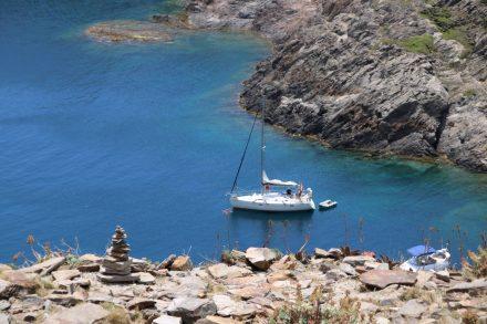 Man kann sich gar nicht satt sehen an dem changierenden Meer und den weißen Felsen.