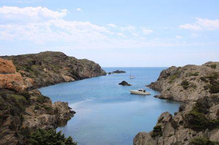 Diese malerische Kombination aus Fels, Meer und Booten hat Dali und Jules Vernes inspiriert.