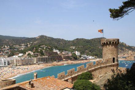 Tossa de Mar ist die einzige Küstenstadt mit erhaltener Festung und Festungsmauer.