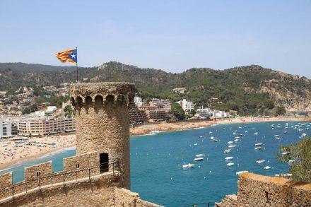 Blick von der Festung auf die Bucht von Tossa de Mar.