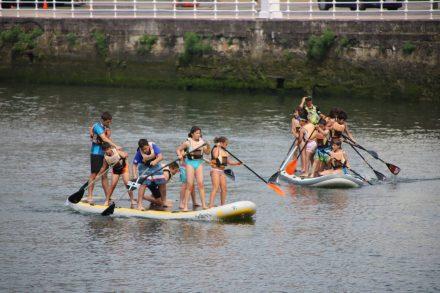 Ria del Bilbao mit Gruppen-Paddlern.
