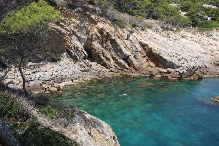 Schnorcheln in den einsamen Costa Brava Buchten.