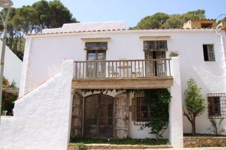 Viele Häuser in Sa Tuna sind sehr individuell renoviert.