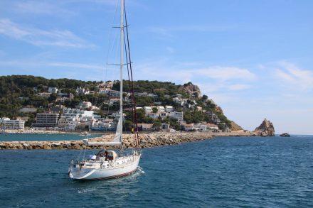 Das Nautilus Boot verlässt den Hafen von Estartit in Richtung Medes Inseln.