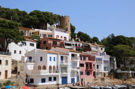 Die hübschen bunten Häuser von Sa Tuna.