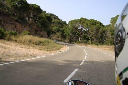 Die kleine, kurvige Küstenstraße von Sant Feliu de Guixols nach Tossa de Mar.