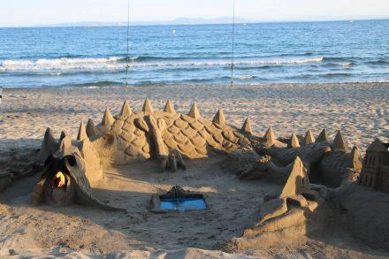 Sogar Feuer im Maul hat der gruselig-schöne Sand-Drache.