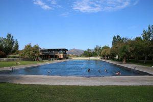 Für die abendlichen Schwimmrunden ideal ist der große Pool im Camping Rubina.