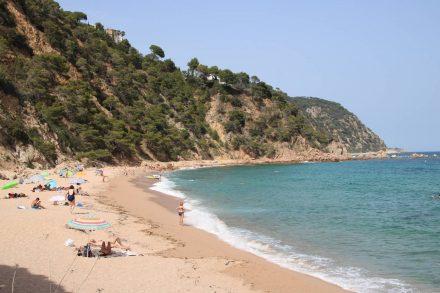 Eine der vielen schönen Badebuchten an der Costa Brava.