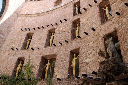 Jede Wand des Dali Museums ist ein Kunstobjekt.