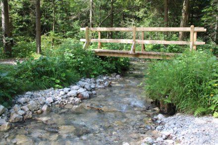 Kleine Brücke über einen Seitenarm der Save.