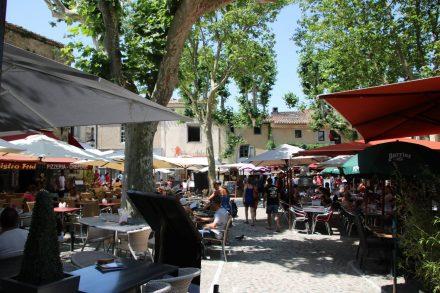 Restaurants und Cafés laden auf fast jedem Platz von La Cite zum Verweilen ein.