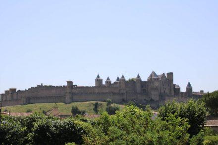 Die Festungsanlage La Cite zieht sich über 14 Hektar Grundfläche.