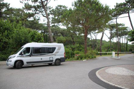 Die großzüge Ein- und Ausfahrt zum Camping Le Pavillon Royal.