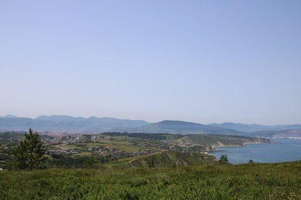 Erster Blick auf die gesamte Küstenlinie bis Bilbao.