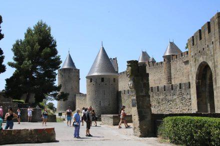 Der Haupteingang zu La Cite Carcassonne.