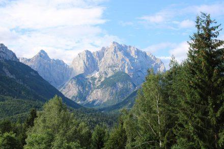 Die Gipfelkette der Julischen.