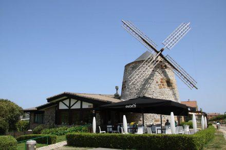 Die ehemalige Windmühle ist jetzt ein gehobenes Restaurant.