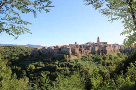 Zauber der Toskana Wohnmobil-Reise – die Tuffstein-Stadt Pitigliano