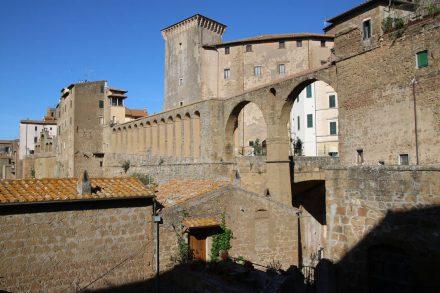 Blick auf das Rathaus von Pitigliano.