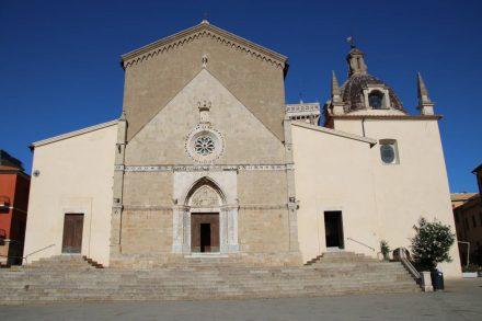 Der gotische Dom von Orbetello.