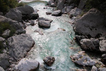 Fast schon ein Kunstobjekt aus Wasser und Fels.