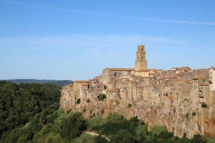 Die Skyline von Pitigliano in der Toskana.