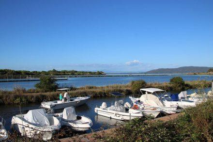 Zwischen den beiden Landbrücken liegt die Lagune von Orbetello.