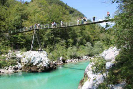Der Ausgangspunkt für die Wanderung an der Brücke vom Camp Lazar bei Kobarid.