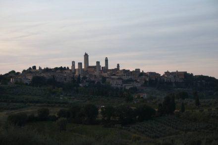 Die Lichter von San Gimignano in den toskanischen Hügeln.