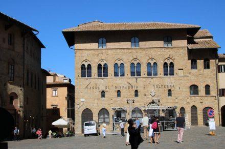 Im alten Palazzo Incontri hat die Sparkasse ihren Sitz.