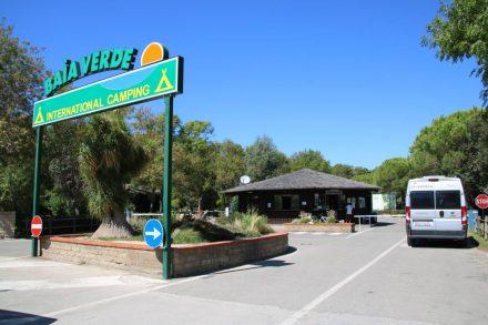 Nur wenige Kilometer von Castiglione della pescaia entfernt ist der ruhige Campingplatz Baia Verde direkt am Meer gelegen.