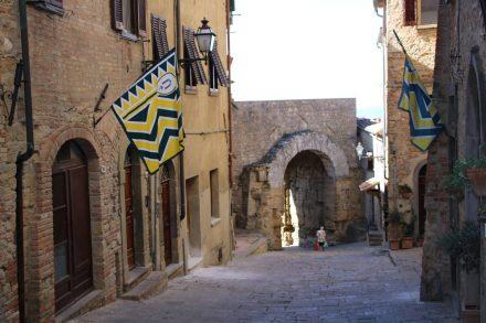 Das einzige erhaltene etruskische Stadttor die Porta all'Arco aus dem 4. Jahrhundert v. Chr.