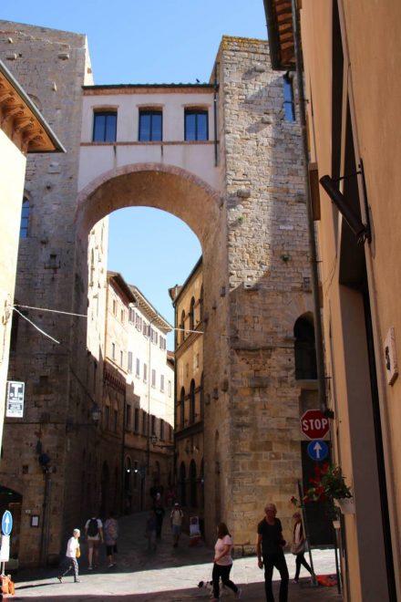 Überall in der Stadt Volterra begegnen einem die Festungsanlagen.