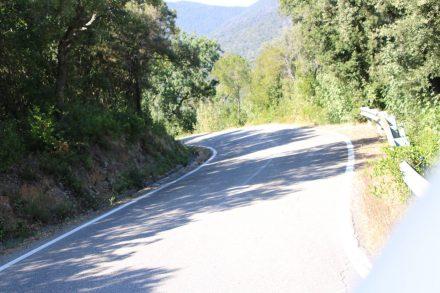 Die kurvige und teils steile Straße nach Tirli ist auch bei Radlern sehr beliebt.