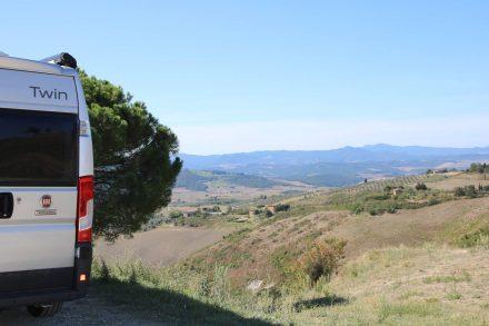 Mein Adria Twin Wohnmobil in den Hügeln der Toskana.