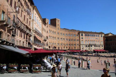 Abwechslungsreiche Wohnmobil-Fahrt nach Siena über das Bergdorf Pari und die Thermalquellen Petriolo