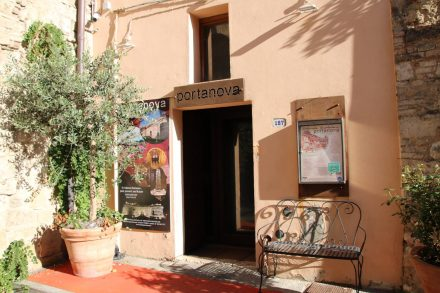 Das Restaurant Porta Nova liegt direkt auf der Festungsmauer von Colle val d'Elsa.