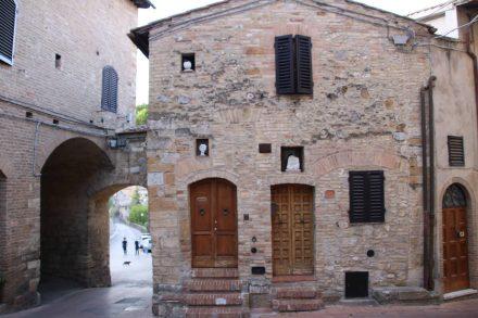 Auch abseits der touristischen Hauptströme lassen sich hübsche, alte Strukturen entdecken.
