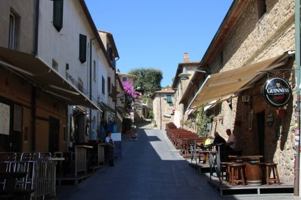 Die Castro-Zeile unterhalb der Altstadt von Castiglione della pescaia.