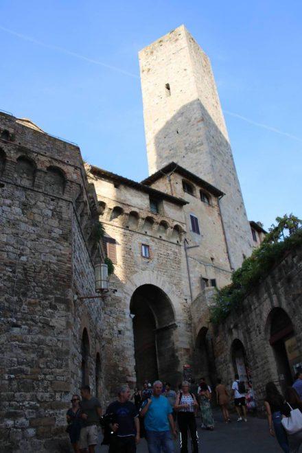 Reges Treiben im Zentrum von San Gimignano.