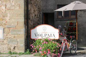 Mein Crossbike vor dem Backofen des Bergdorfs Volpaia.