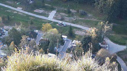 Von oben unserem einsam geparkten Adria Twin aufs Dach geschaut.