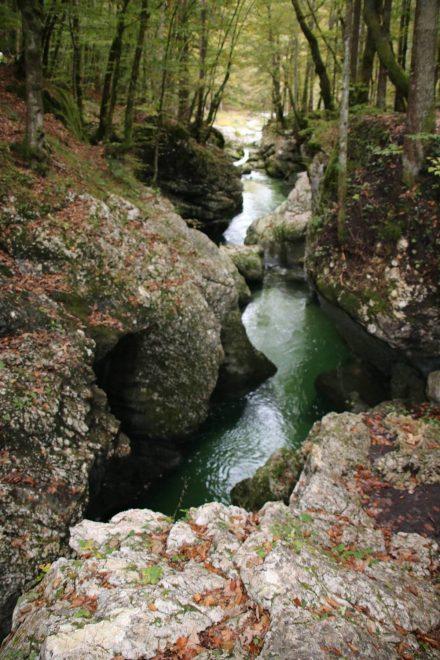 Wie eine Märchenlandschaft präsentiert sich die Mostnica in ihrer engen Schlucht nördlich des Bohinj Sees.