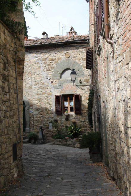 Hoch über Greve liegt das mittelalterliche Dorf Montefloralle.